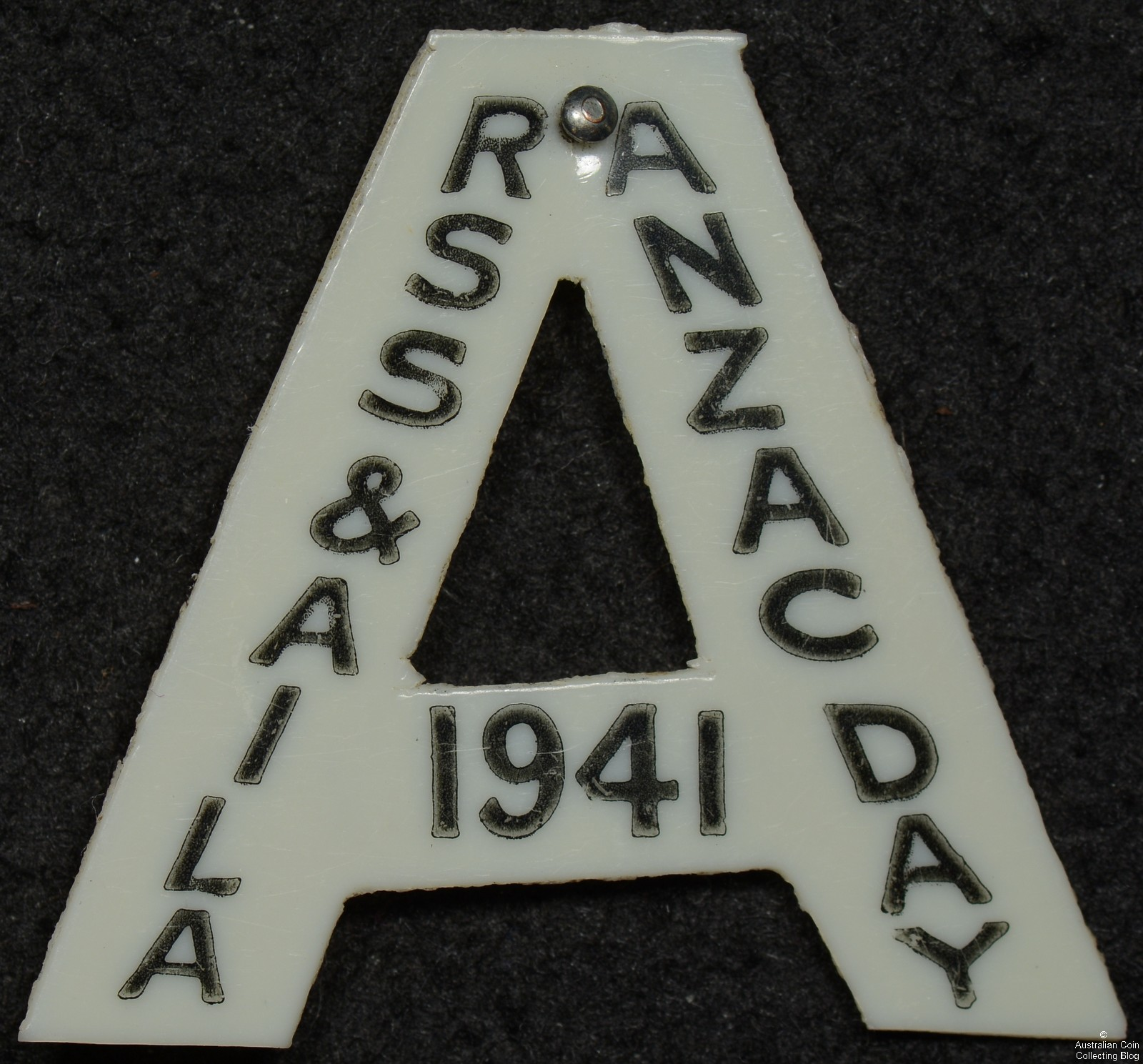 ANZAC DAY RSS & AILA 1941 White Celluloid Badge