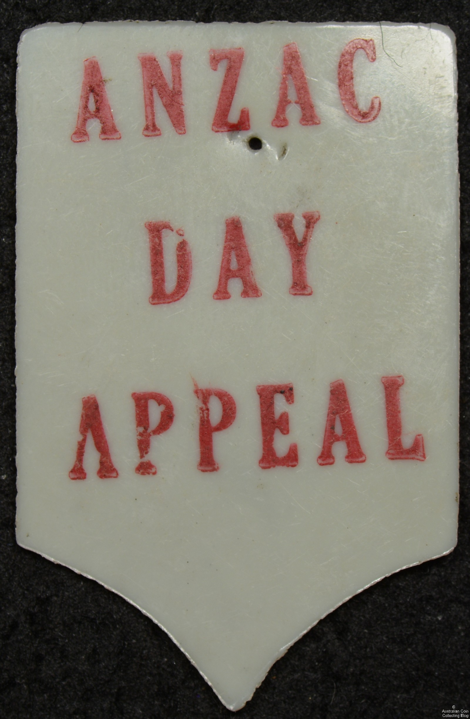 ANZAC DAY APPEAL White Celluloid Pin Badge